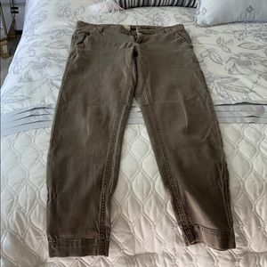 Pants - Ecru light brown skinny khakis to the ankle.